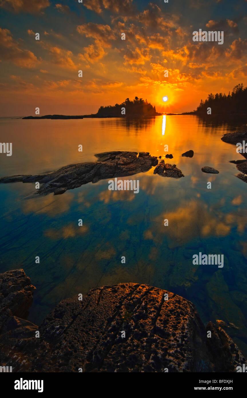 Sunrise al punto bruciato, Fathom cinque National Marine Park, Ontario, Canada Immagini Stock