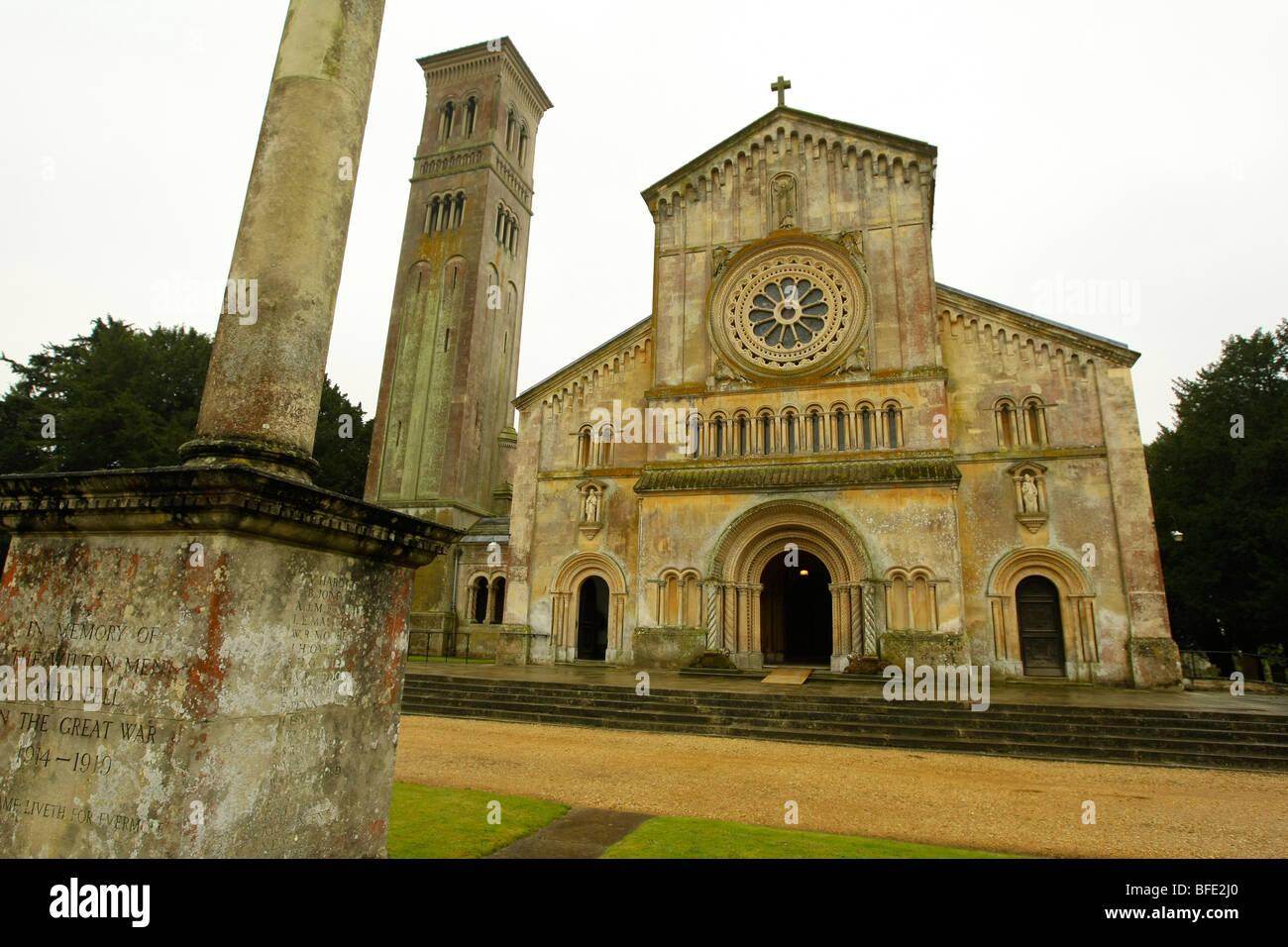Basilica di Santa Maria e la chiesa di San Nicola a WIlton, vicino a Salisbury, Regno Unito un stile Italianamente Immagini Stock