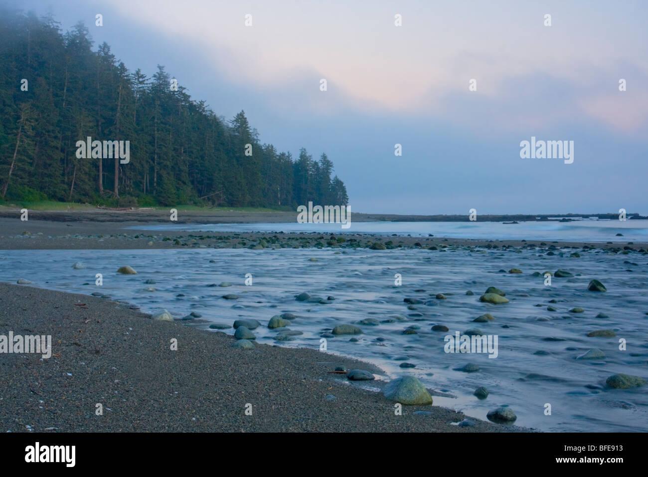 La spiaggia lungo la West Coast Trail sull'Isola di Vancouver, British Columbia, Canada Immagini Stock