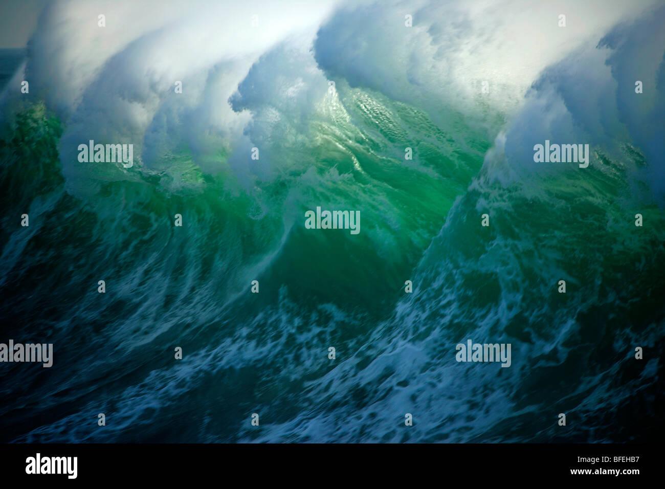 Enorme ondata al largo della costa della isola di Vancouver, British Columbia, Canada Immagini Stock