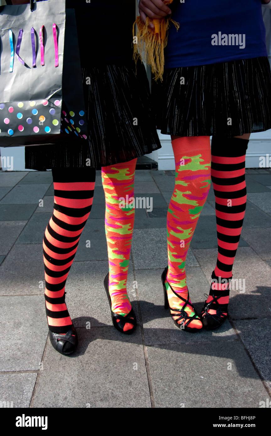 Gli adolescenti calze Immagini Stock