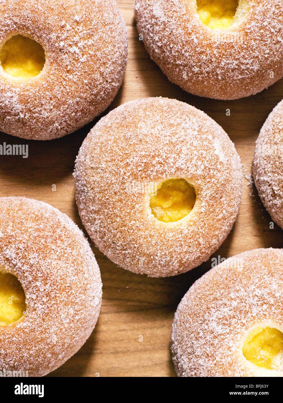 La pagnotta con crema alla vaniglia il riempimento, Svezia. Immagini Stock