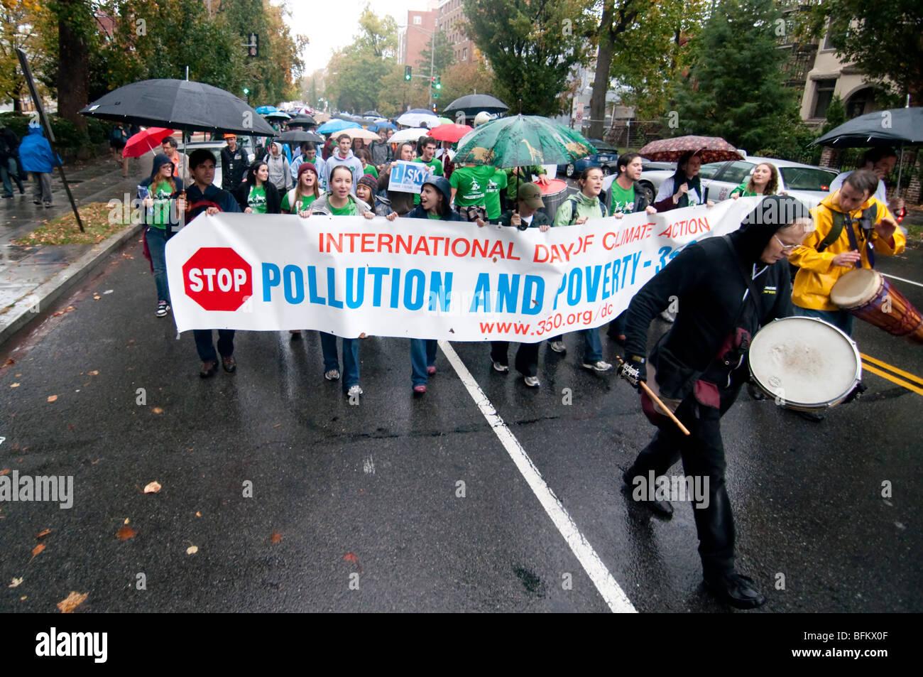 Gli attivisti ambientali, chiamata per azione sul cambiamento climatico durante la Giornata Internazionale di Azione Immagini Stock