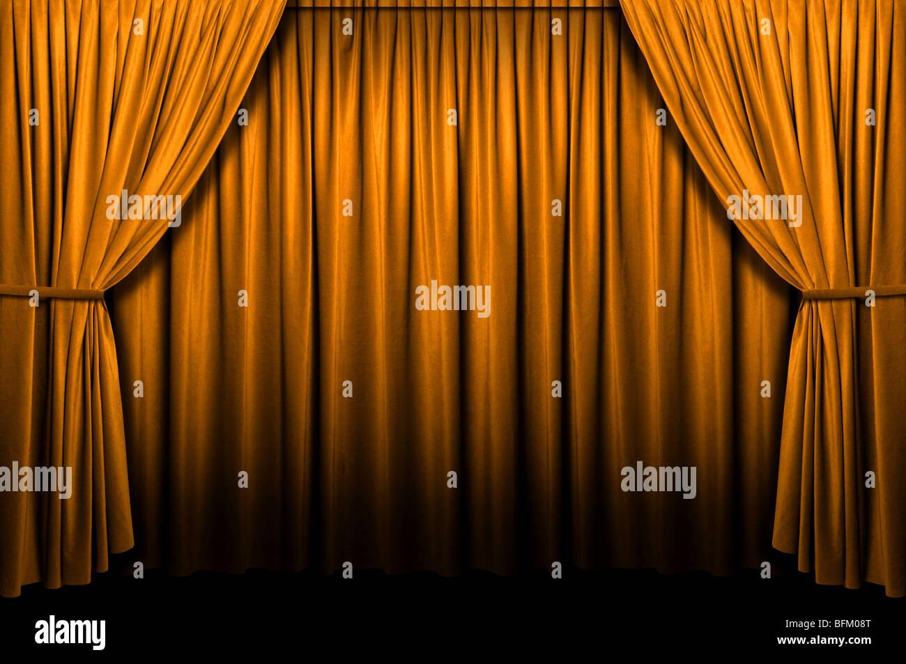 Oro sipario di un palcoscenico con luci e ombre Immagini Stock