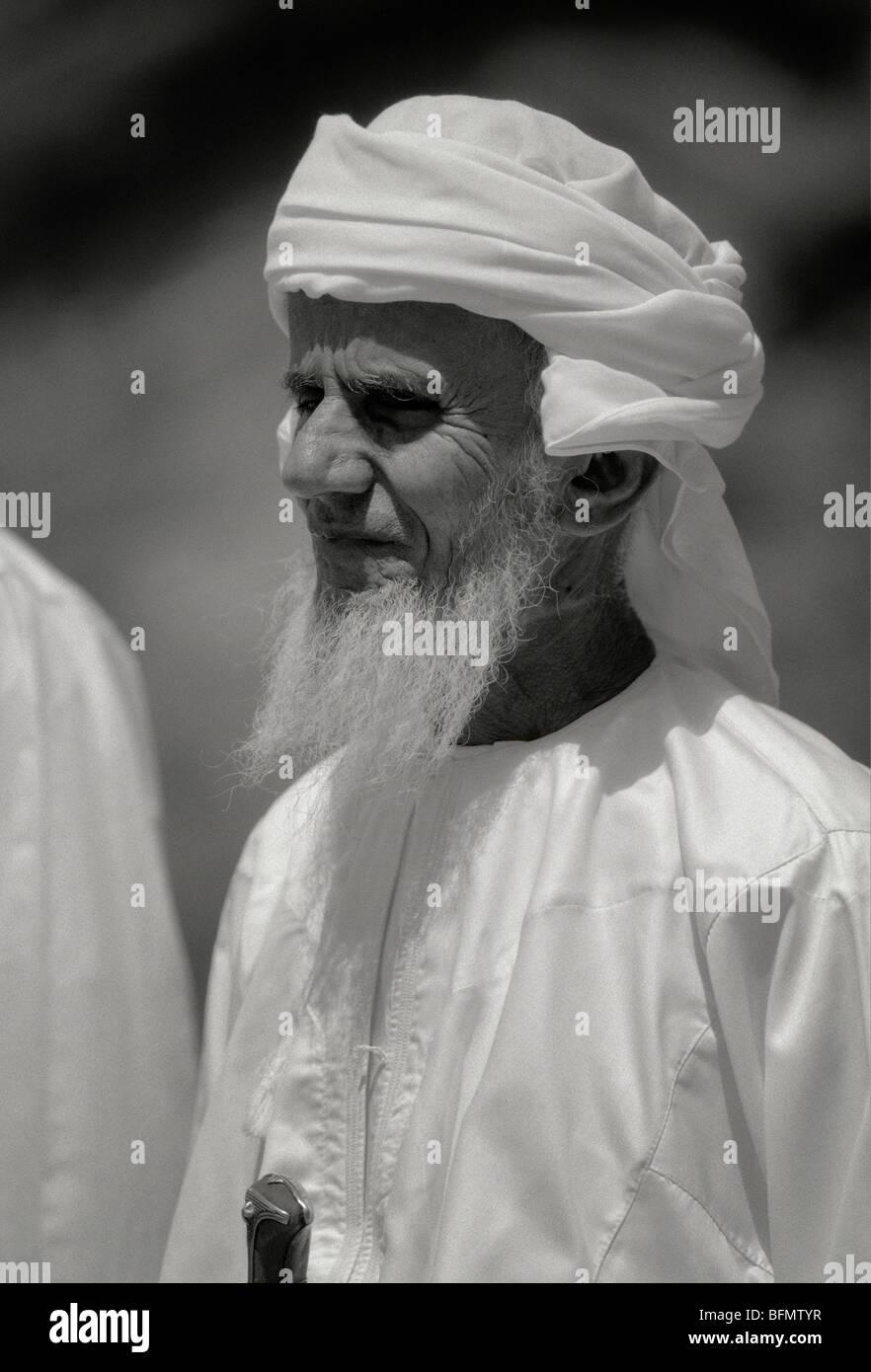 Oman; montagne Hajar. Un vecchio uomo dell'Oman. Immagini Stock