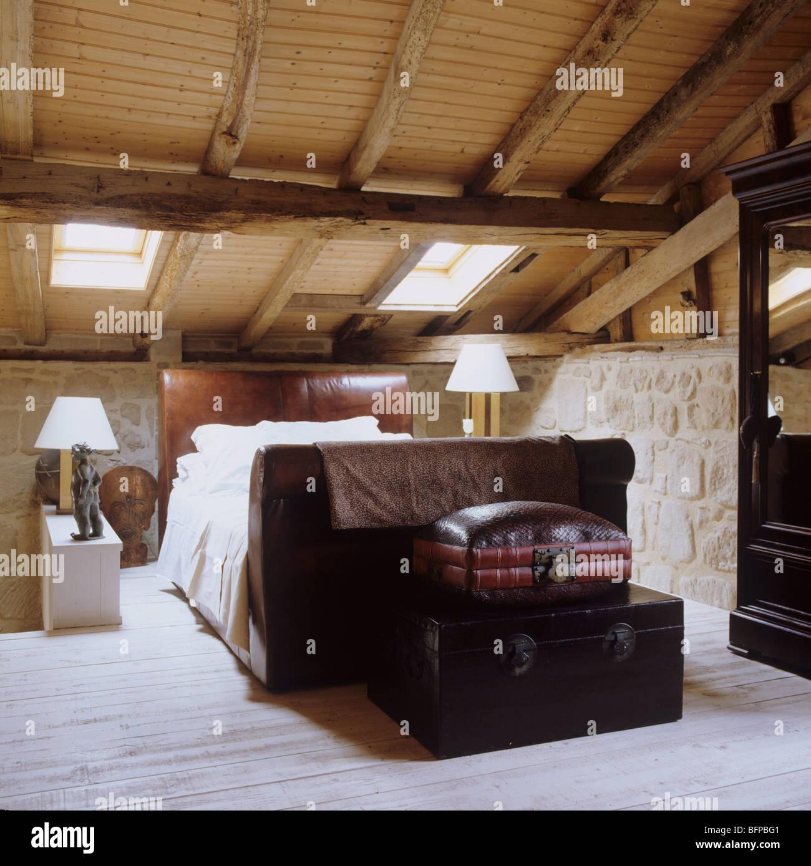 Camera da letto nel XVII secolo fienile ristrutturazione con ...