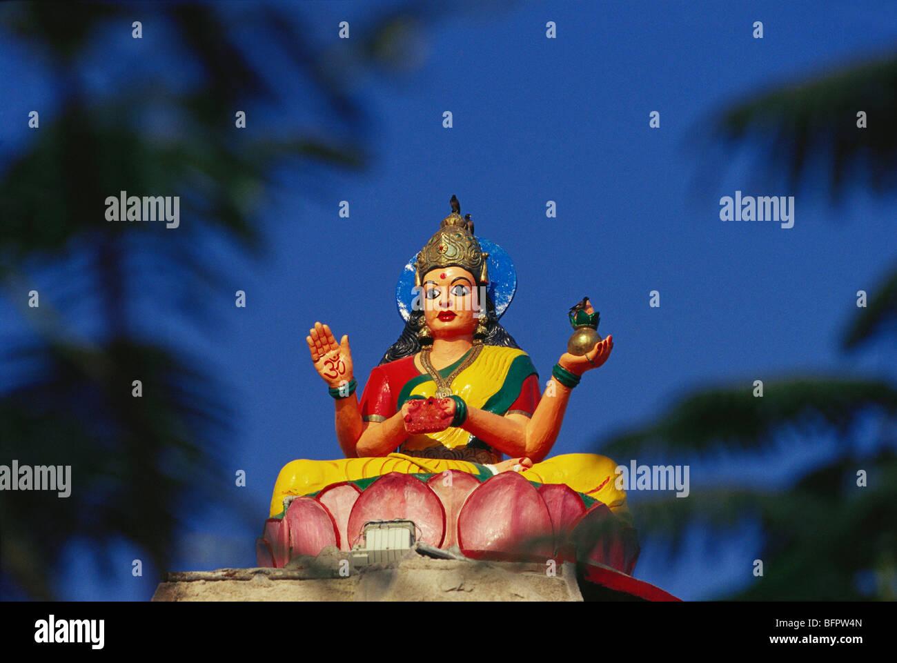 AAD 66447 : idolo di dea Laxmi seduta in lotus ; Basar ; Andhra Pradesh ; India Immagini Stock