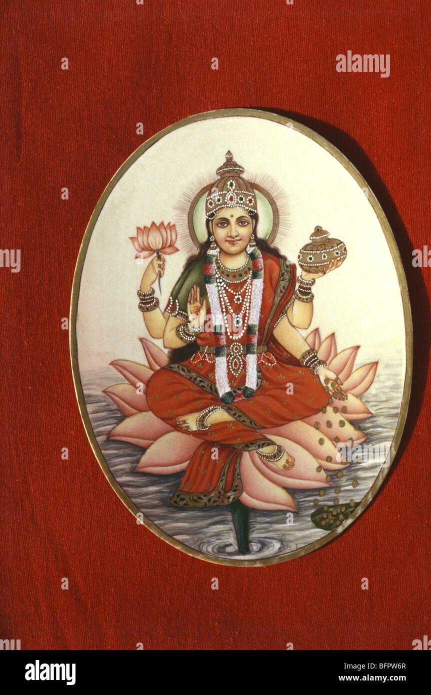 BDR 66446 : Indian dea Indù della ricchezza Laxmi seduto sul fiore di loto pittura color avorio Immagini Stock