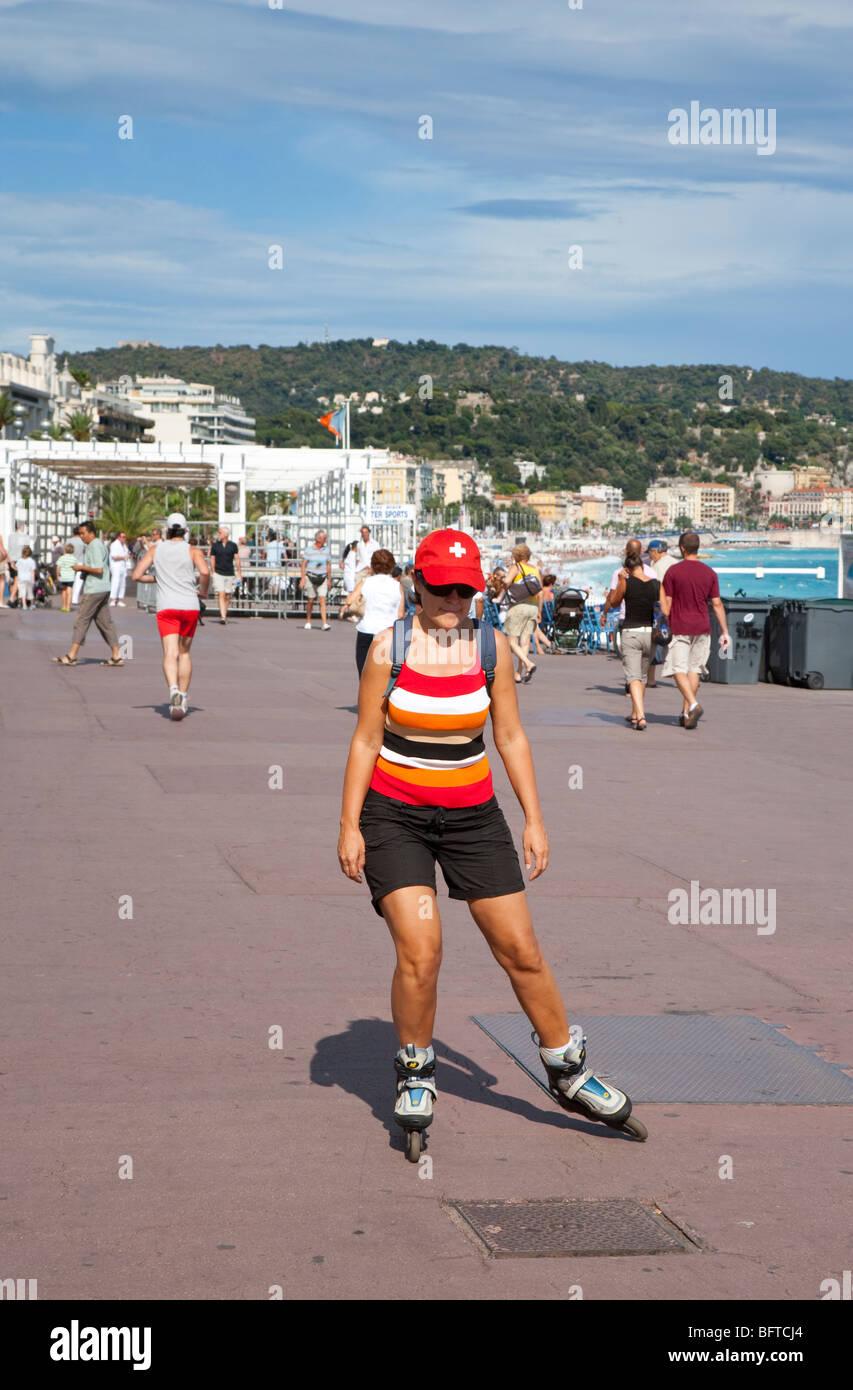 Roller sulla Promenade des Anglais, Nizza, Provenza, Francia Immagini Stock