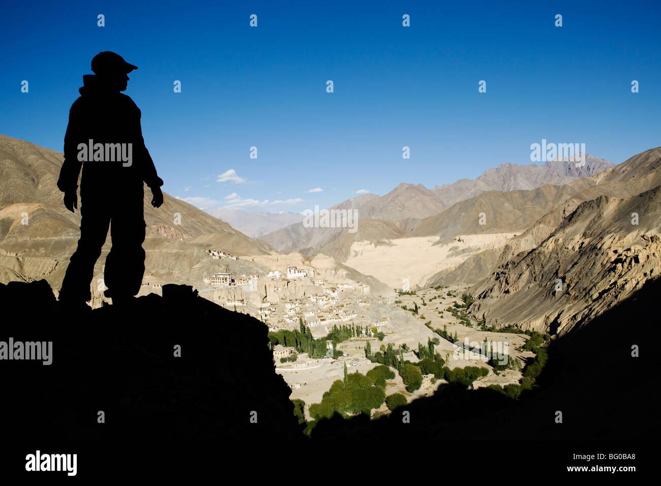 Vista del monastero di Lamayuru e villaggio, Ladakh Himalaya indiano. Immagini Stock