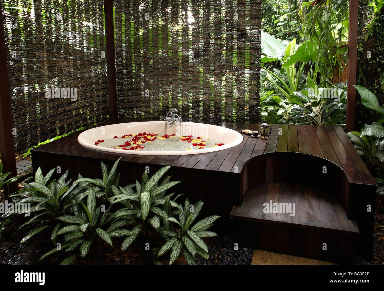 Bagno Esterno In Giardino bagno esterno e giardino a aramsa spa in singapore, asia sud