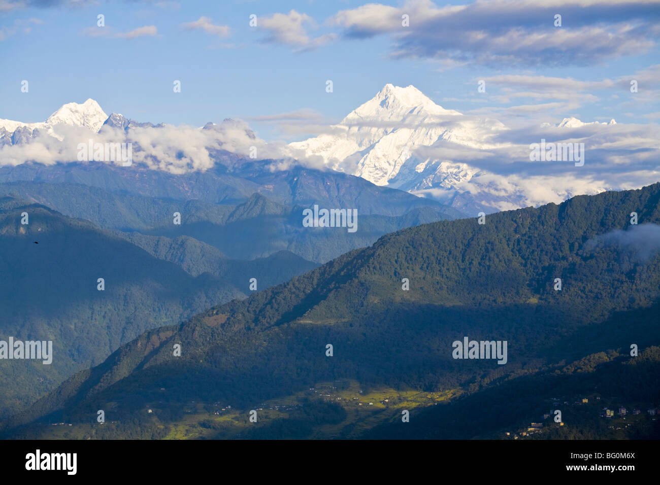 Vista di Kangchendzonga, gamma di Kangchendzonga, Tashi Viewpoint, Gangtok, Sikkim, India, Asia Immagini Stock