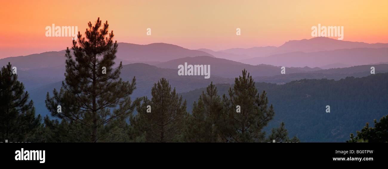 Montagne al tramonto, vicino Zonza, Sud Corsica, Francia, Europa Immagini Stock