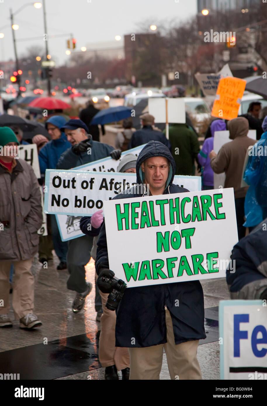 Protesta contro il Presidente Obama l'escalation della guerra in Afganistan Immagini Stock