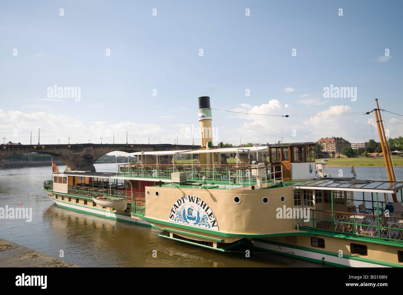 Racchetta battello a vapore sul Fiume Elba a Dresda, Sassonia, Germania, Europa Immagini Stock