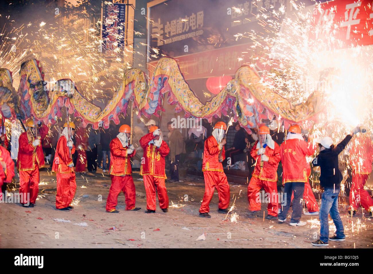 Fire Dragon capodanno nuovo anno lunare festival, Taijiang town, Guizhou, Cina e Asia Immagini Stock