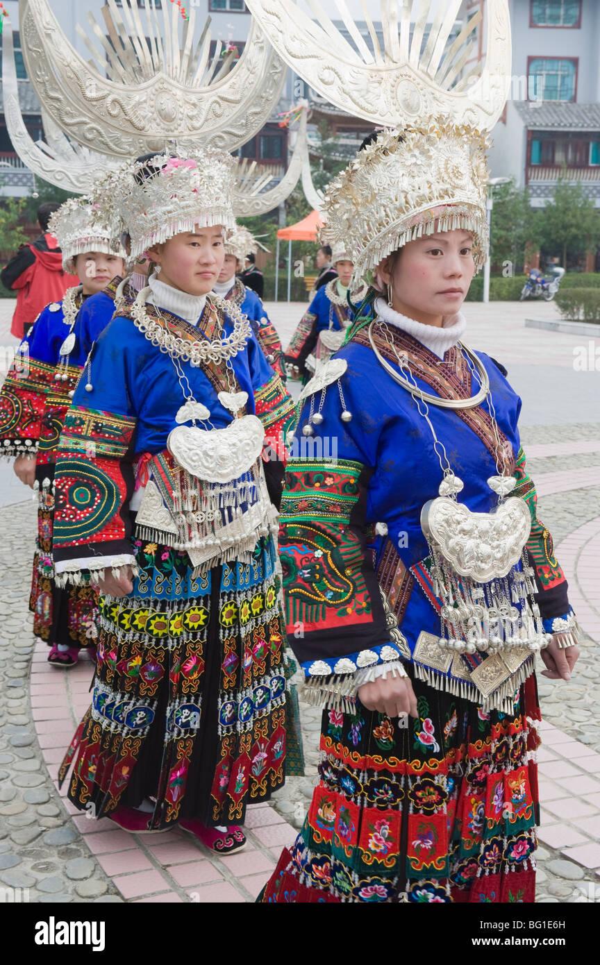 Abbigliamento tradizionale indossato a Miao Anno Nuovo festival in Leishan, Guizhou, Cina e Asia Immagini Stock
