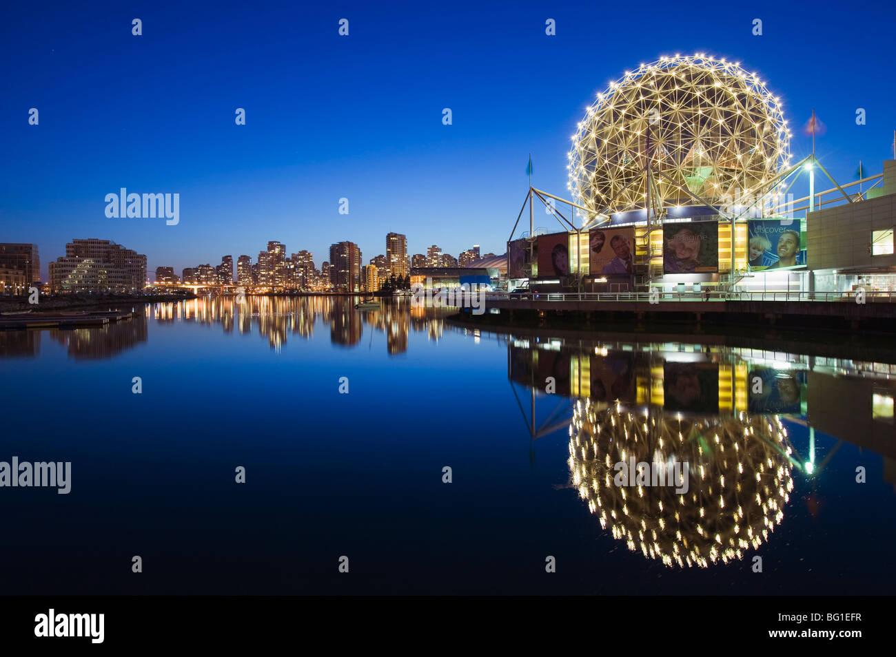 Telus il mondo della scienza, su False Creek, Vancouver, British Columbia, Canada, America del Nord Immagini Stock