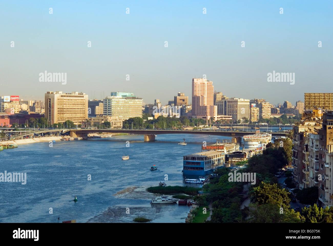 Corniche El Nil, Fiume Nilo al Cairo, Egitto, Africa Settentrionale, Africa Immagini Stock
