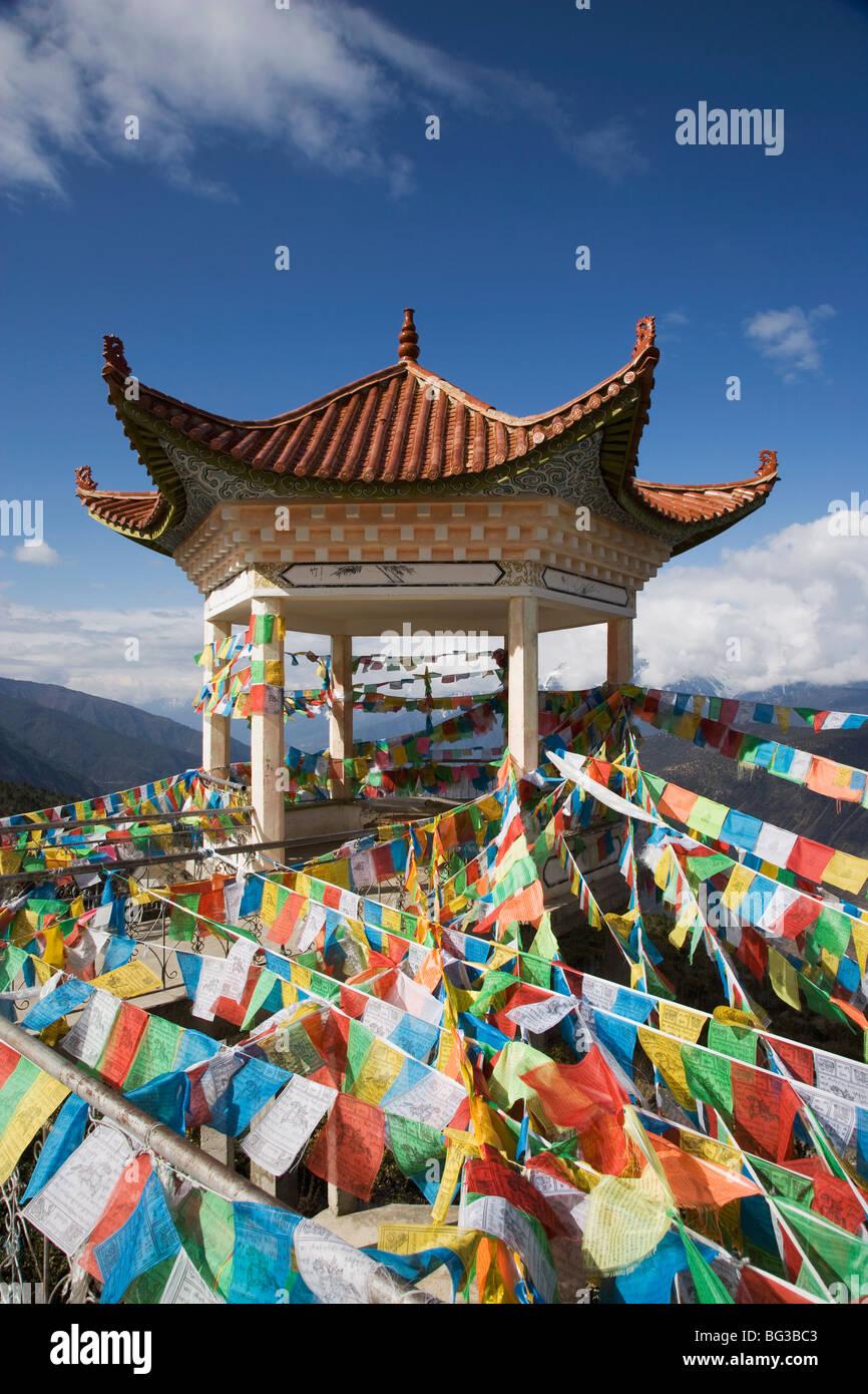 Stupa buddisti, Deqin, chiamato Shangri-La, sul confine tibetano, Shangri-La Regione, Provincia di Yunnan in Cina, Immagini Stock