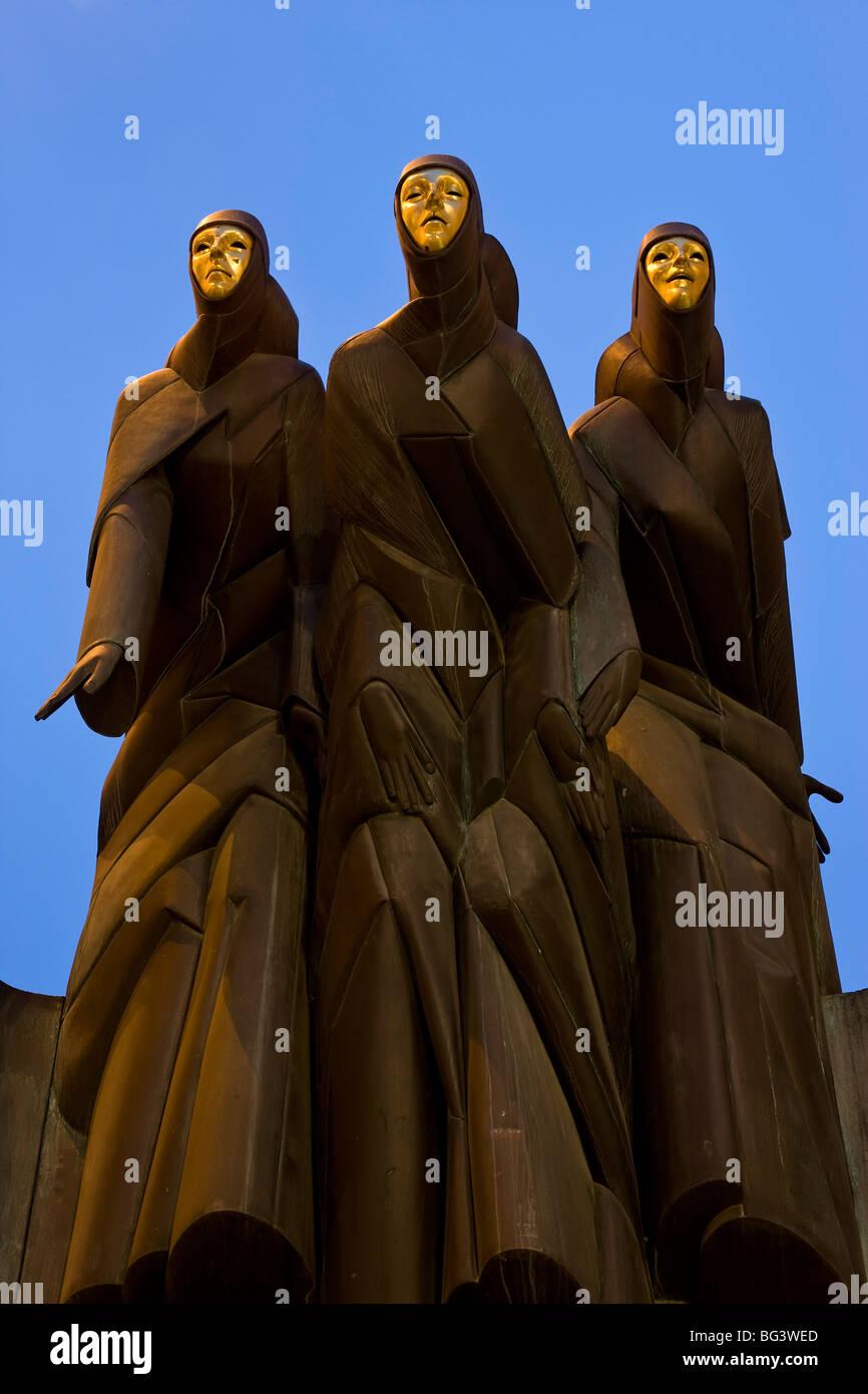 La scultura della festa dei tre musicisti, Nazionale Teatro di Vilnius, Lituania, paesi baltici, Europa Immagini Stock