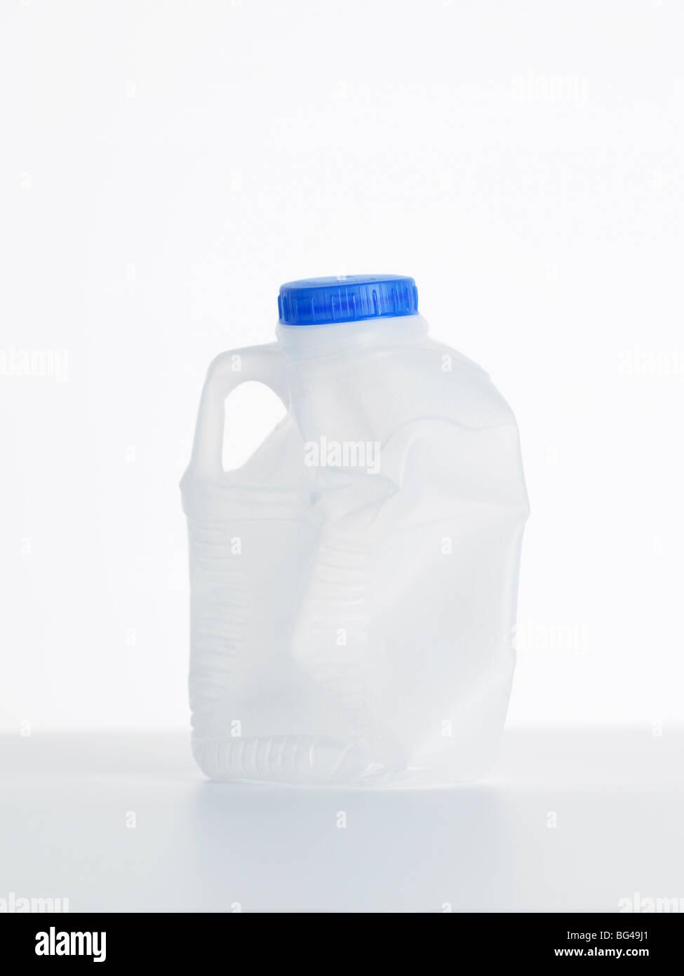 Svuotare la bottiglia di plastica Immagini Stock
