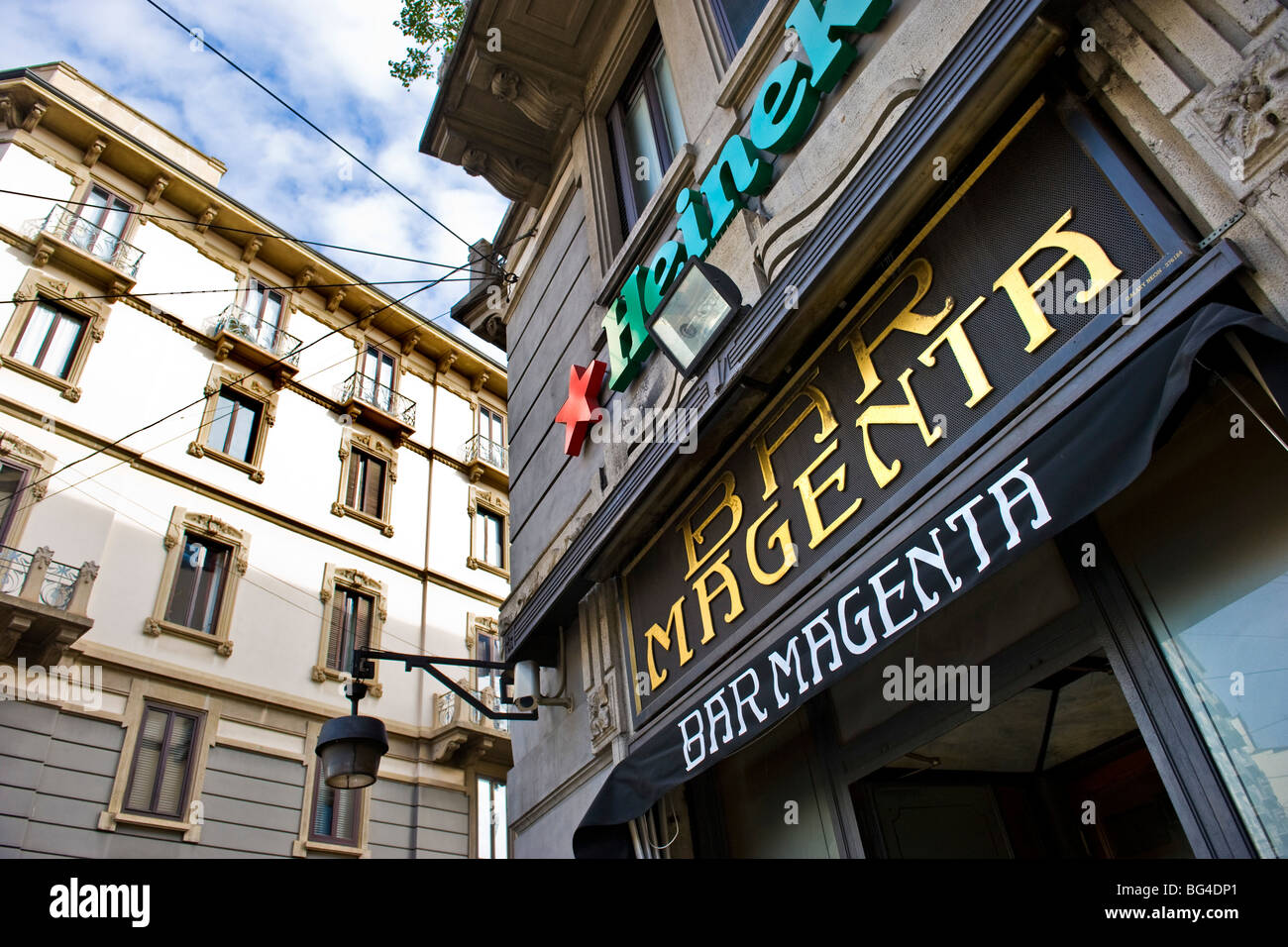 Bar Magenta, Milano, Italia Immagini Stock