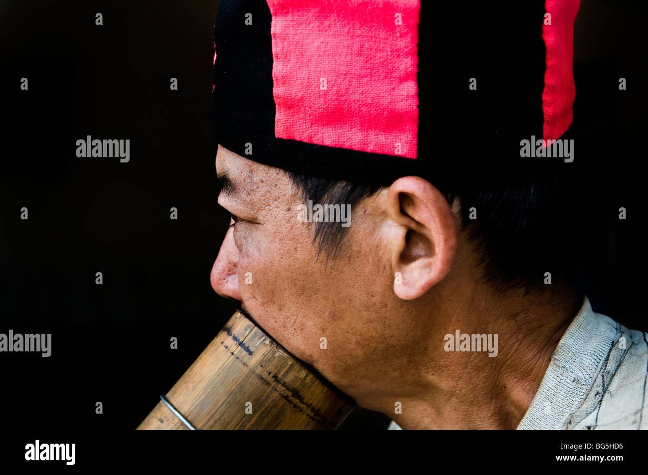 Vietnam Man Profile Immagini   Vietnam Man Profile Fotos Stock - Alamy d8dcdeb079cf