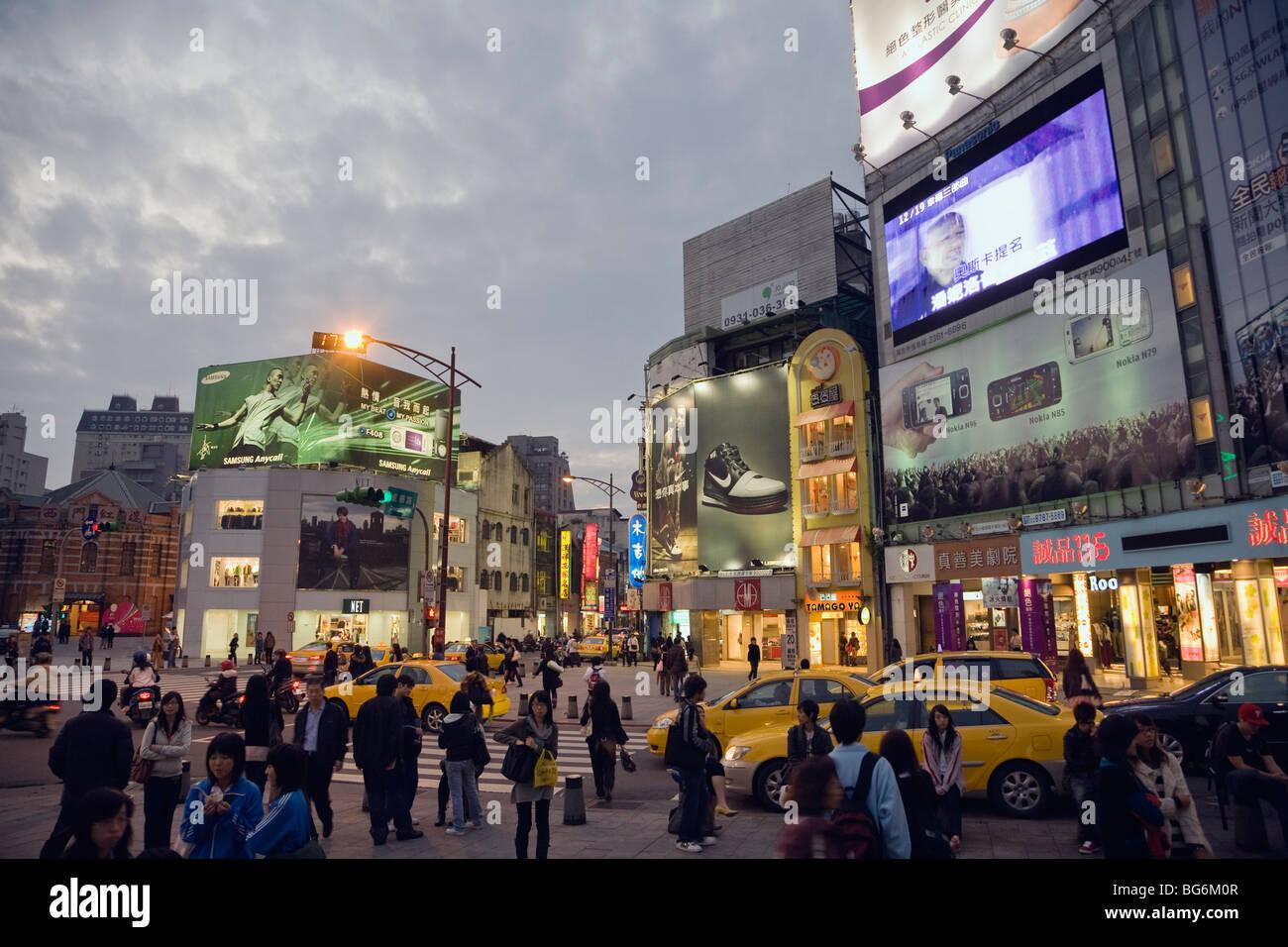 Ximending quartiere dello shopping di notte, Taipei, Taiwan ROC Immagini Stock