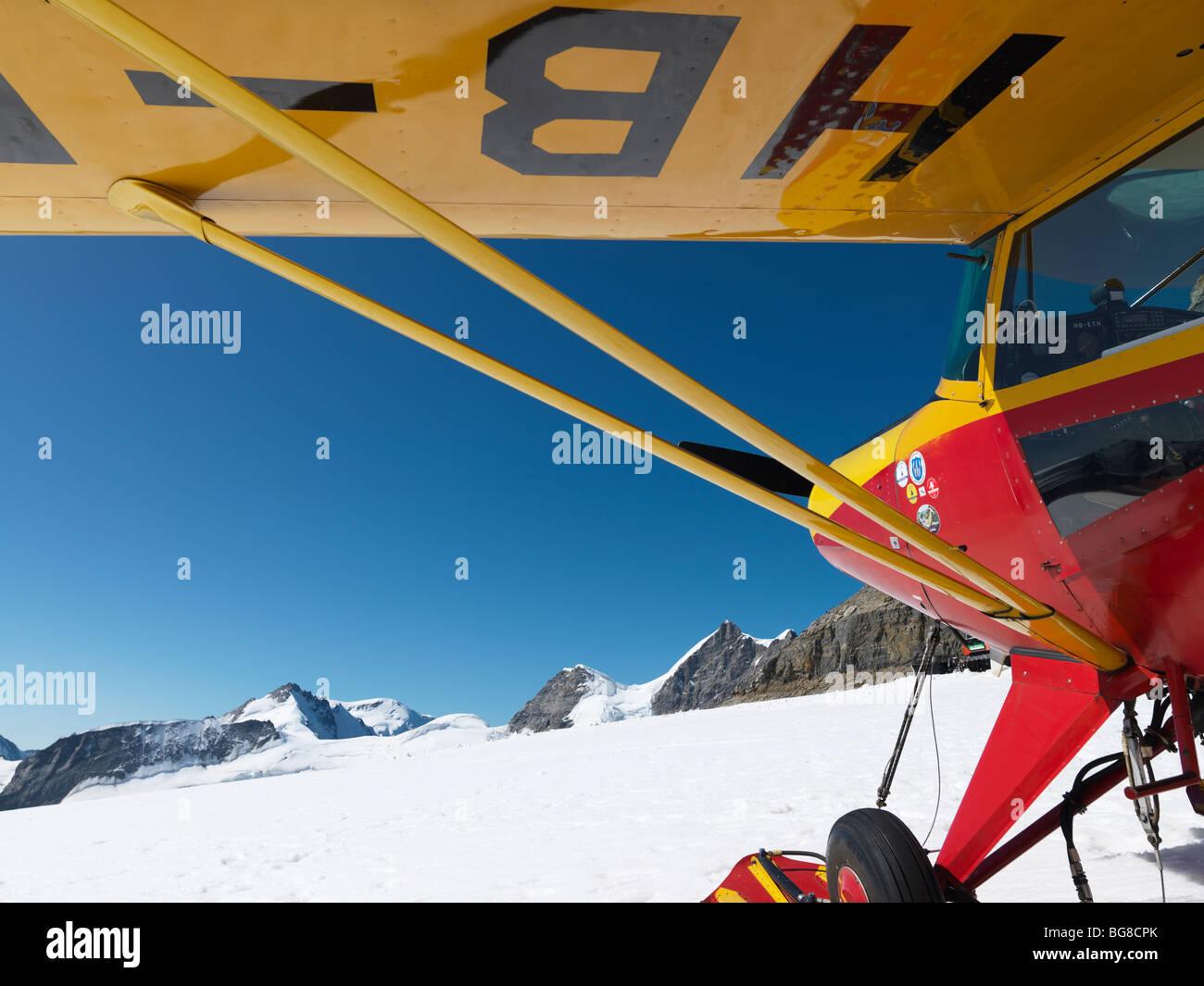 La Svizzera, Jungfraujoch-Top dell'Europa,aereo sul ghiacciaio con le montagne sullo sfondo. Il grande ghiacciaio di Aletsch Foto Stock
