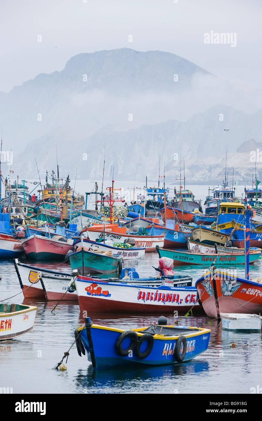Barche da pesca in porto, Pucusana , Perù Immagini Stock