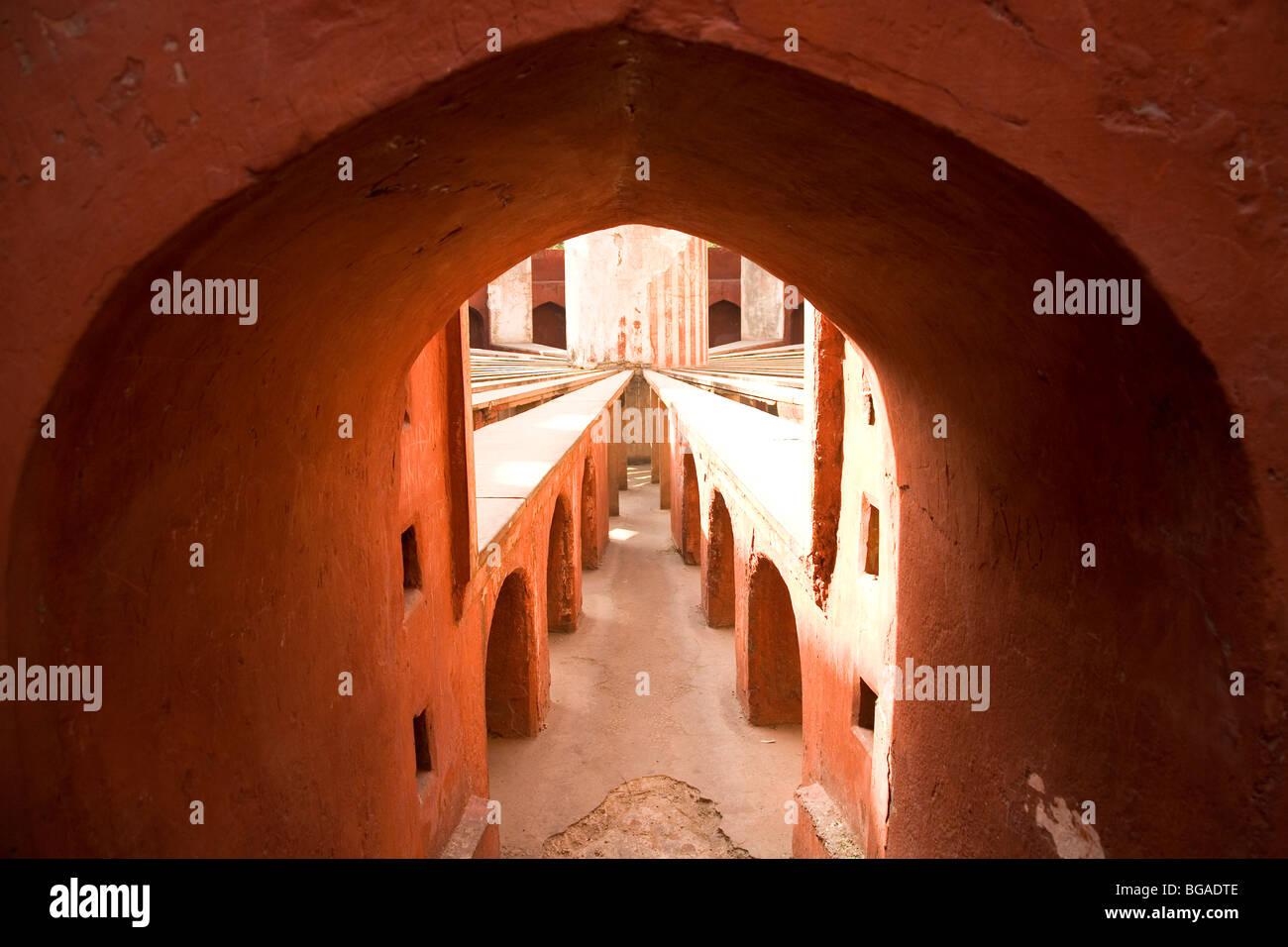 Uno degli strumenti astronomici a Jantar Mantar a New Delhi, India. Immagini Stock