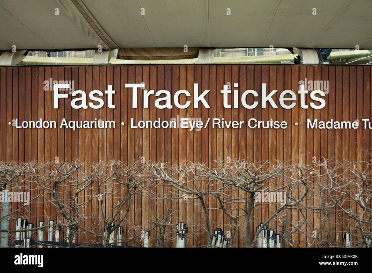 Fast track ticket booth a Londra, in Inghilterra, per la vendita di biglietti per il London Aquarium, il London Immagini Stock