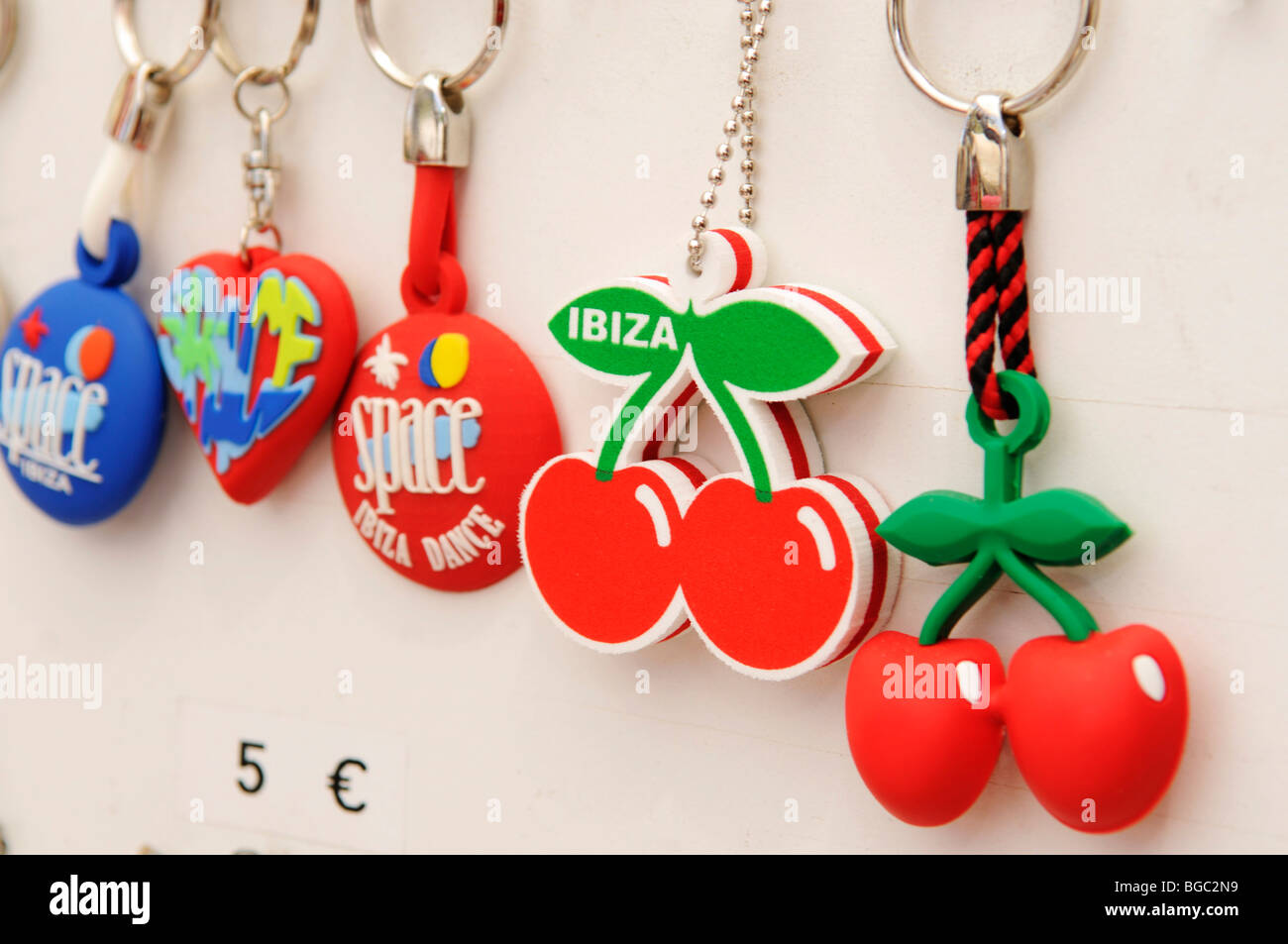 Key Ring dal Pacha, mercatino hippy, Es Cana o Es Canar, Punta Arabi, Ibiza, Isole di pino, isole Baleari, Spagna, Immagini Stock