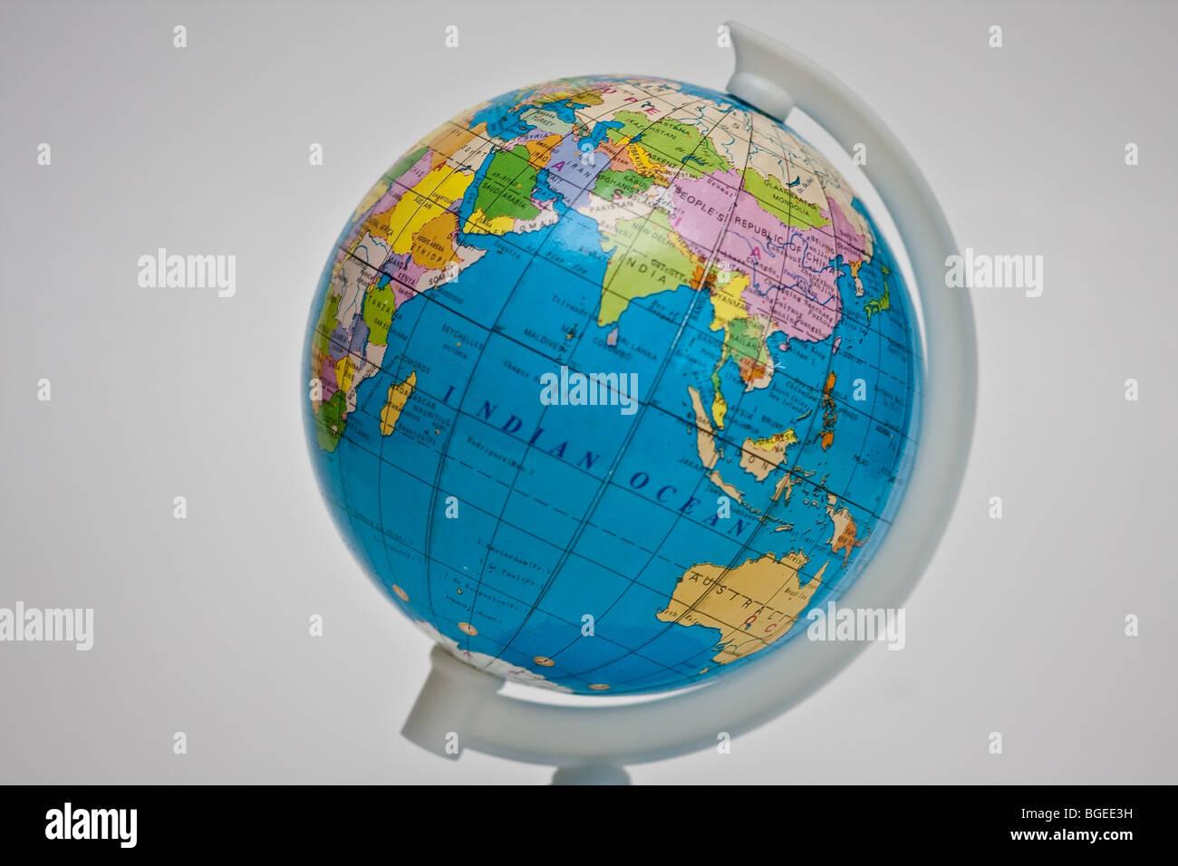 Globo che mostra l'Oceano Indiano per la geografia del libro di testo e di classe Immagini Stock