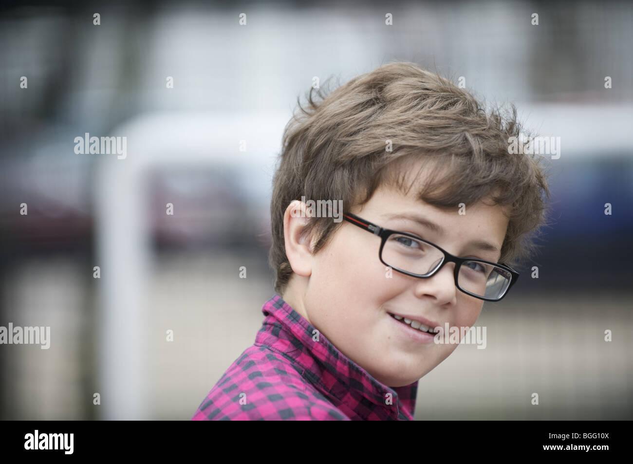 Ragazzo con gli occhiali Immagini Stock
