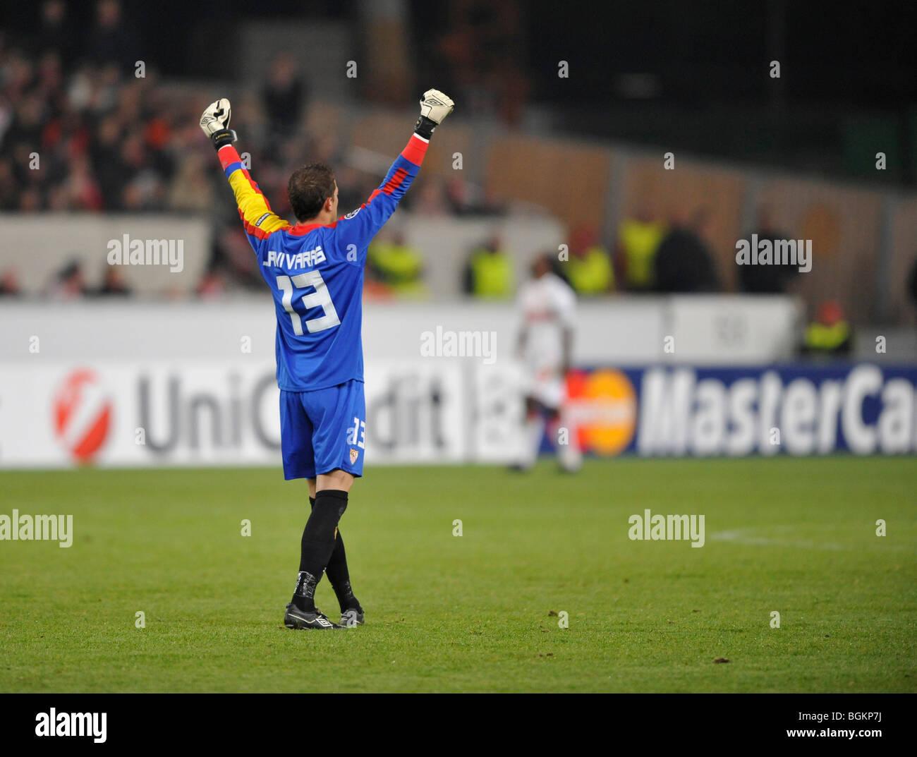 Il portiere Javi Varas, FC Sevilla Football Club, celebrando un ...