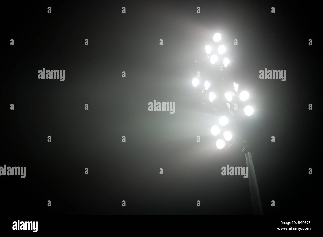 Le luci dello stadio di notte Immagini Stock
