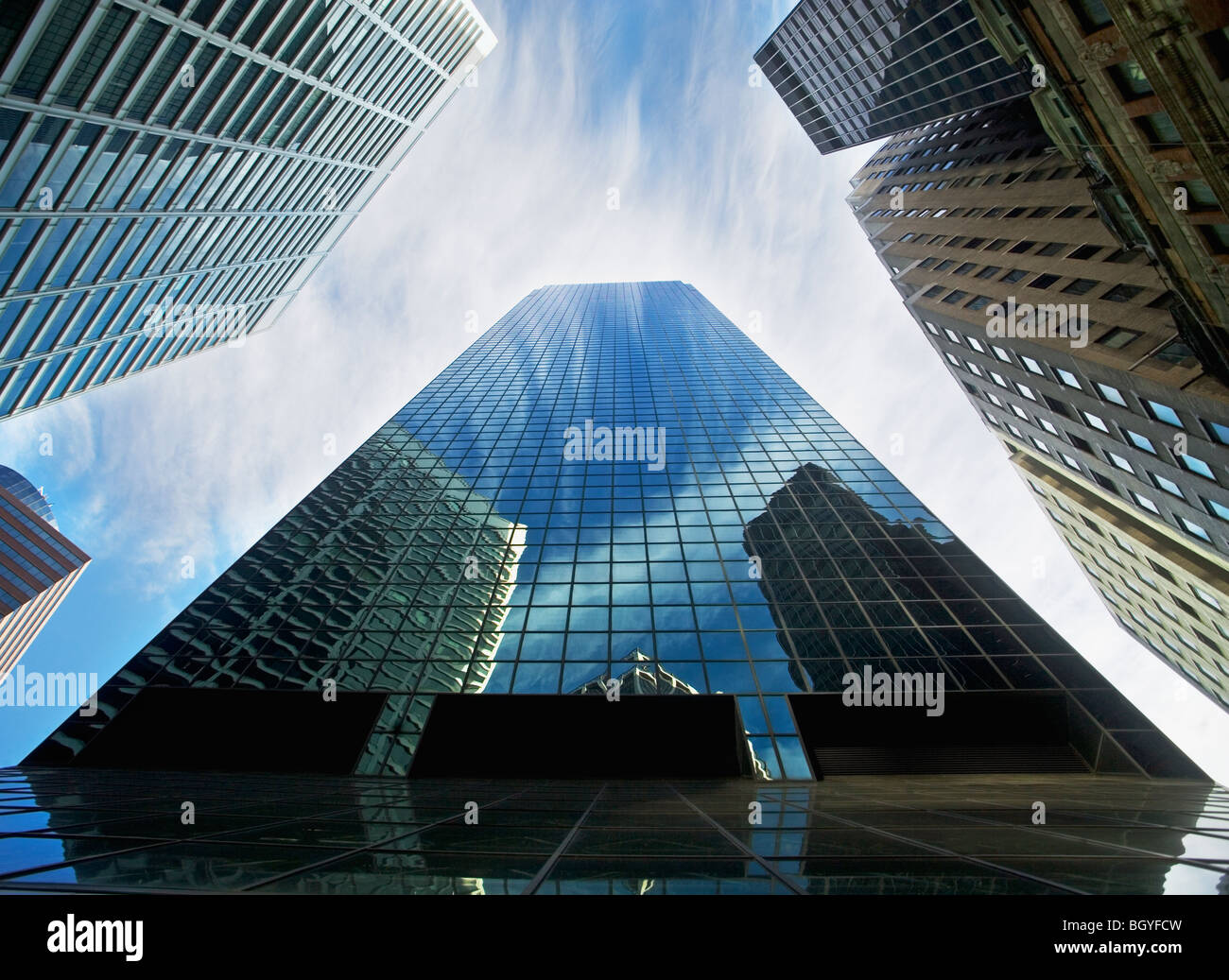 Vista da sotto i grattacieli Foto Stock