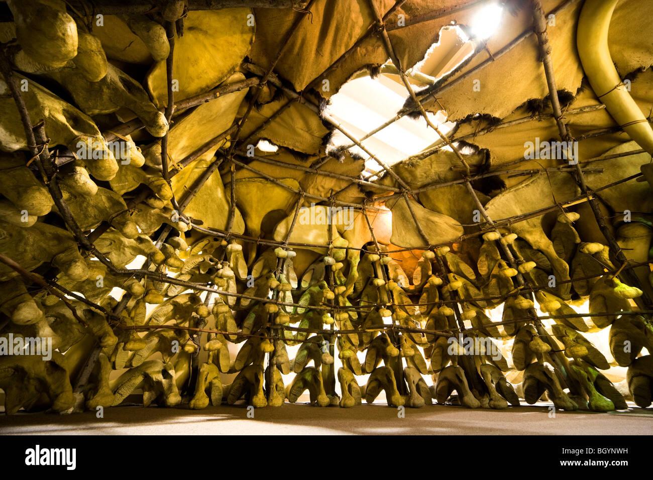 Ice Age Mammut casa dimora capanna Rifugio interni nel Mammoth Site Museum di Hot Springs, il Dakota del Sud, Stati Immagini Stock
