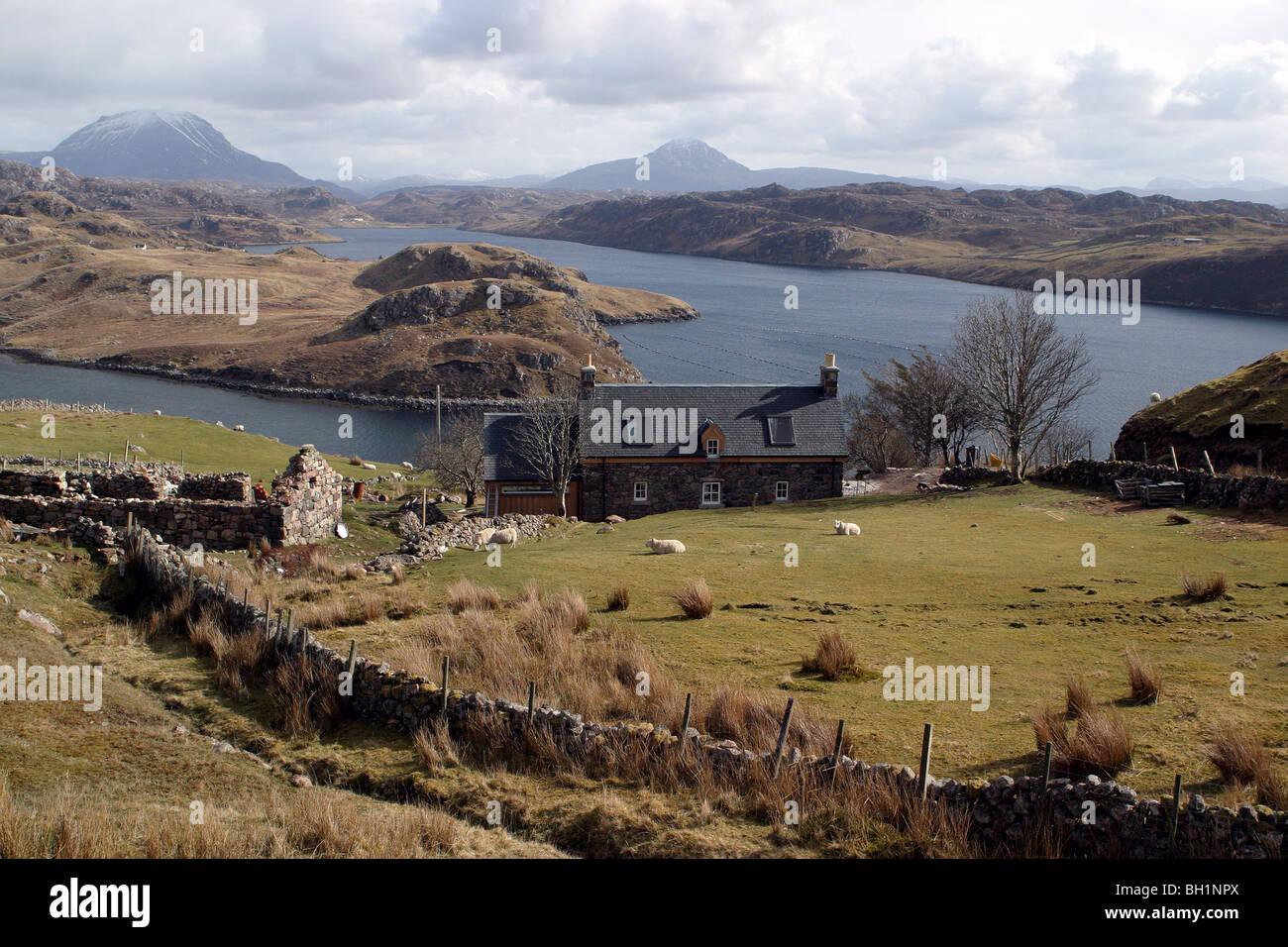 Loch Inchard con Ben Arkle e Ben pila in background Foto Stock