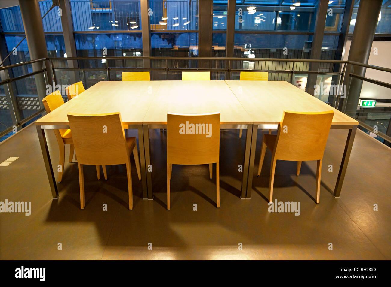 Svuotare tavolo da conferenza Immagini Stock