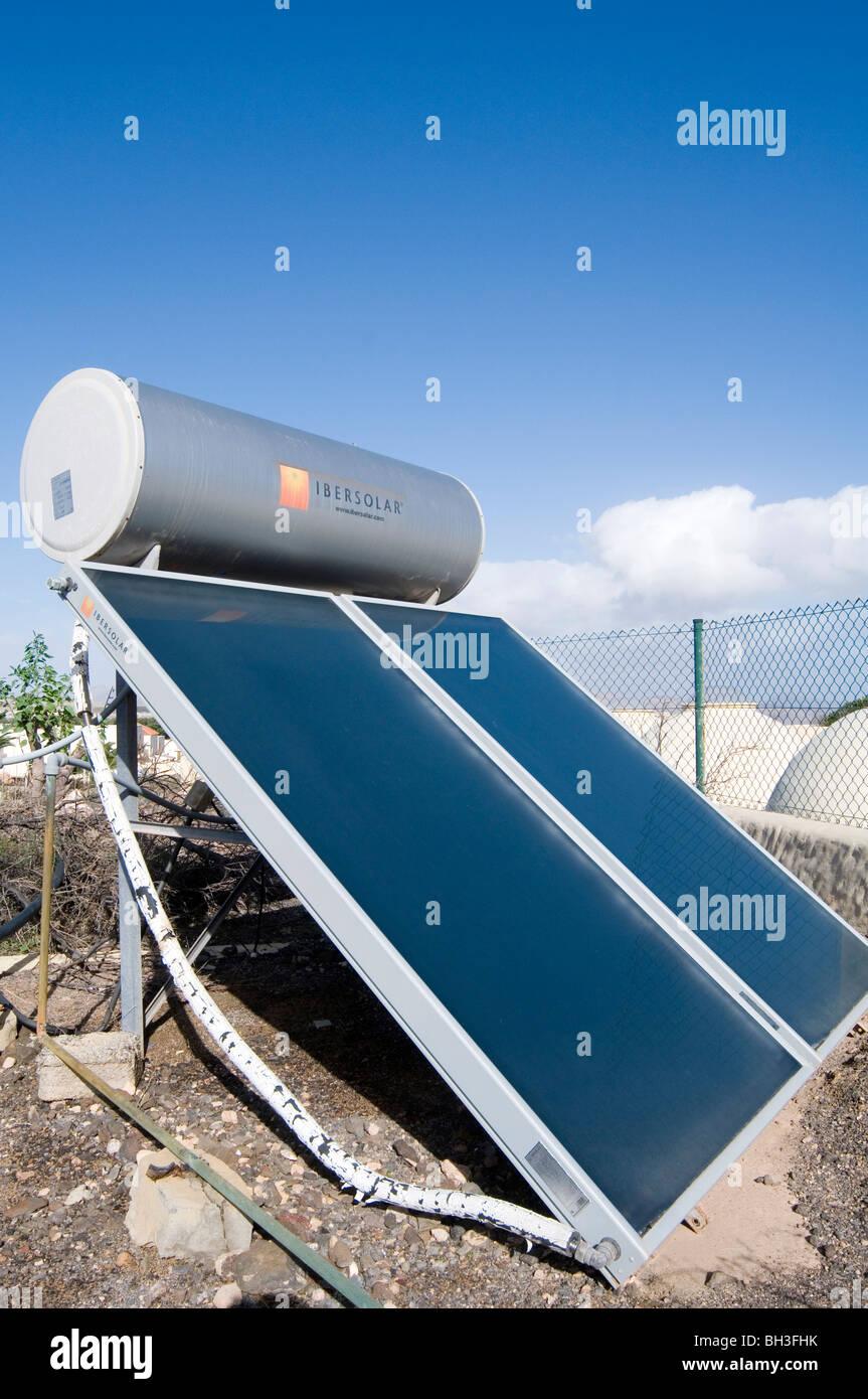 Pannello solare pannelli per il riscaldamento di acqua riscaldata del riscaldatore della luce del sole fonte di Immagini Stock