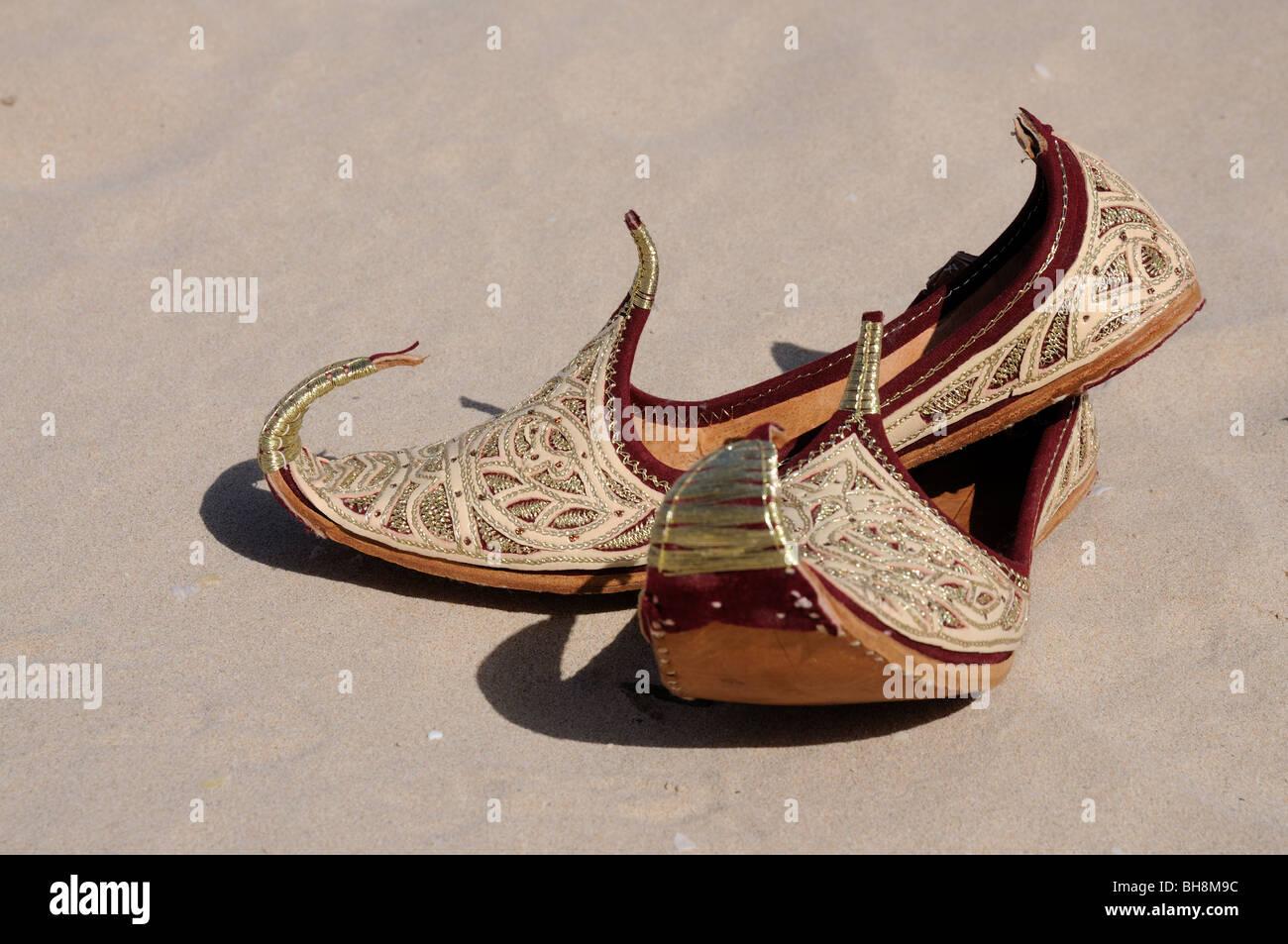 Tradizionali scarpe arabo Foto Stock