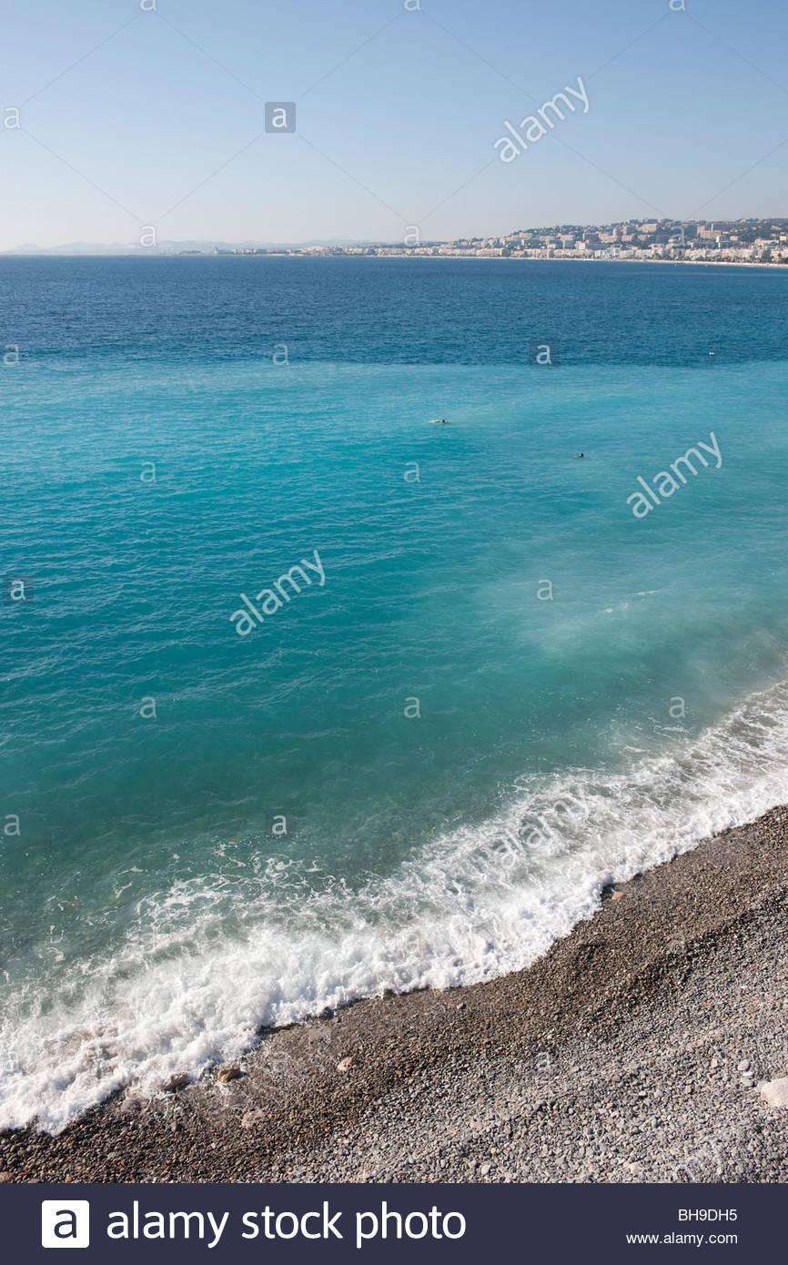 Baie des Anges, la passeggiata mare Anglais Nizza, mare, spiaggia, Mediterraneo, sole, cielo blu Immagini Stock