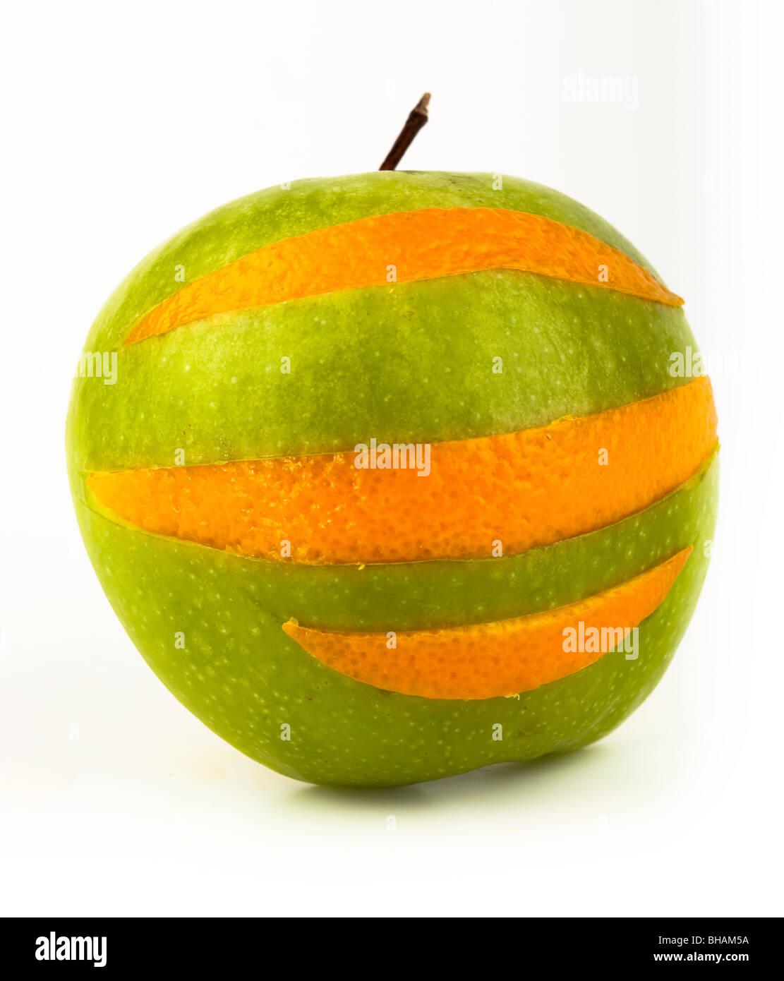 Mature frutta succosa su uno sfondo bianco. Tagliare Immagini Stock