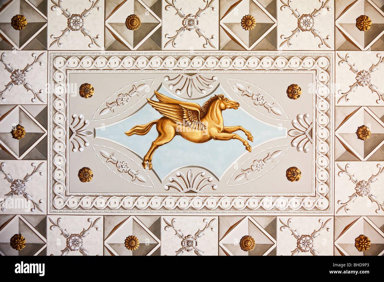 """Affresco del soffitto dipinto di Pegasus nella """"Casa romana"""", un sito patrimonio mondiale dell'UNESCO Immagini Stock"""