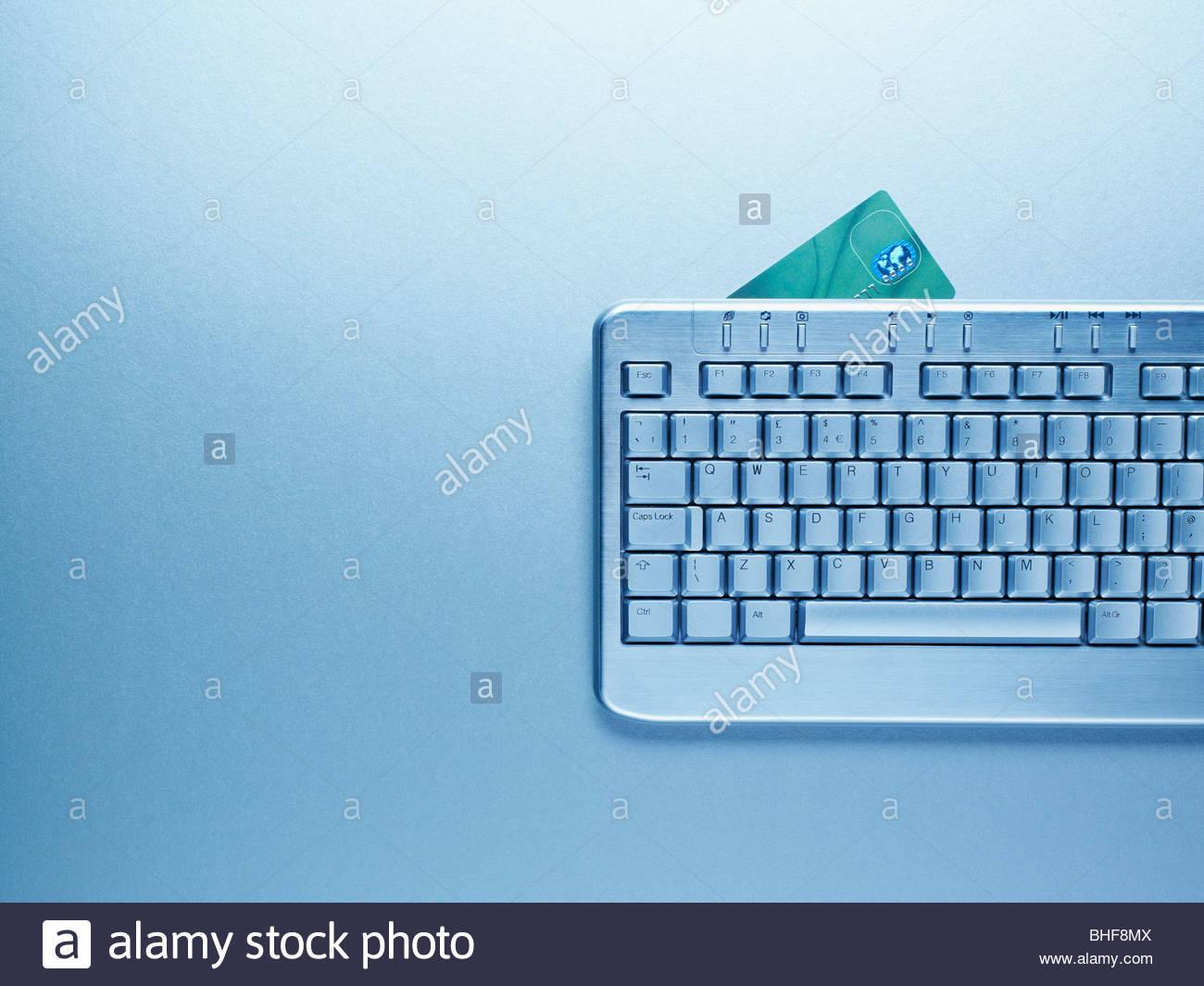 La tastiera del computer e una carta di credito Immagini Stock