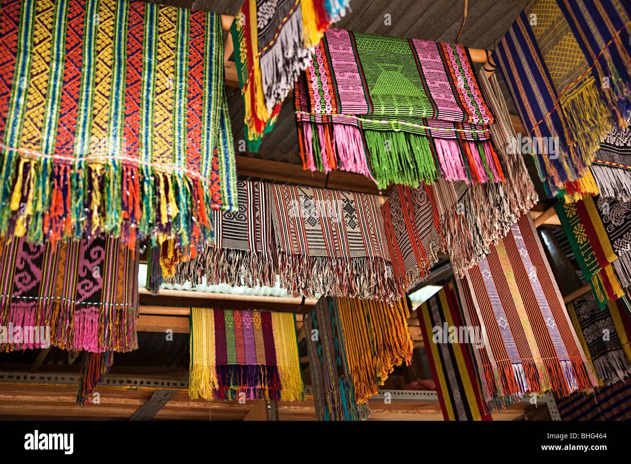 Tais nel mercato di Dili Timor orientaleFoto Stock