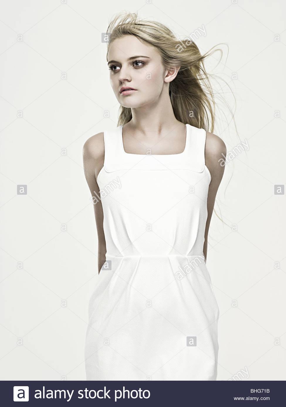 Giovane e bella donna bionda Immagini Stock